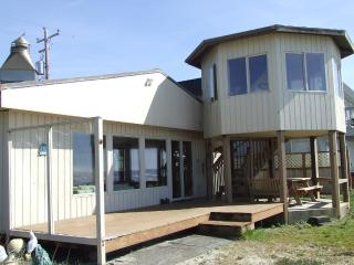 Beachfront Cabin, on the Ocean, enjoy the sunsets! - Rockaway Beach vacation rentals
