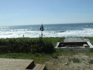 Beachfront Cabin, on the Ocean, enjoy the sunsets! - Rockaway Beach vacation rentals