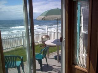 "Newport's Oceanfront ""Coast House"" Free Wi Fi "" - Newport vacation rentals"
