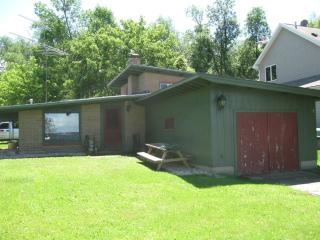 Nice Cottage with Internet Access and A/C - Winneconne vacation rentals