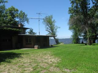 Nice Cottage with A/C and Stove - Winneconne vacation rentals