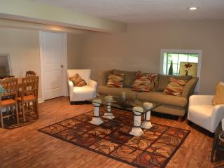 Nice 3 bedroom Cottage in Rockford with Deck - Rockford vacation rentals