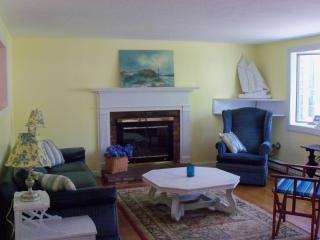Perfect 3 bedroom House in West Yarmouth with Deck - West Yarmouth vacation rentals