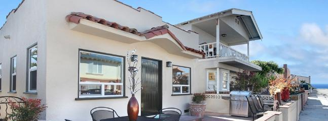 Cottage Exterior with Courtyard - Balboa Pearl-8 houses to the beach - Newport Beach - rentals