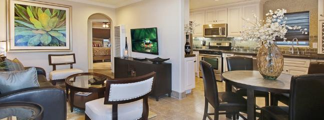 Living & Dining Area - Balboa Gem, 8 Houses from Sand, Sun, and Ocean - Newport Beach - rentals