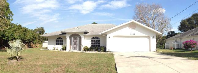 Front View - FULLY FURNISHED 4BR/2BATH WATERFRONT HOME - North Port - rentals