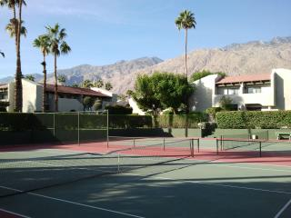 Bright 2 bedroom Palm Springs Apartment with Internet Access - Palm Springs vacation rentals