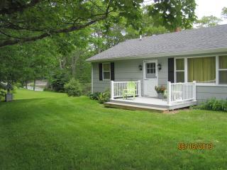 Cozy 2-bdrm w/ lg deck overlooking Round Pond cove - Round Pond vacation rentals