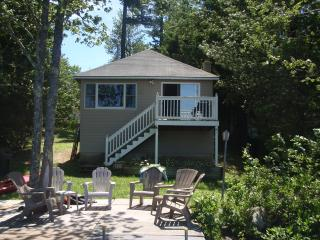 2 bedroom Cottage with Deck in Raymond - Raymond vacation rentals