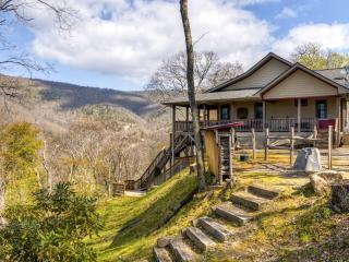 Majestic 3BR Maggie Valley Home on 1.5 Private Acres w/2 Fireplaces, Screened Porch & Stunning Views - Near Outdoor Activities, Restaurants & More! - Maggie Valley vacation rentals