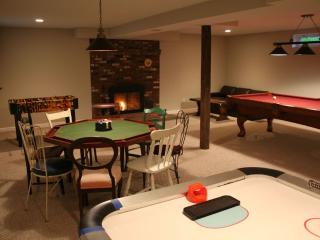 Maple View House 3 fireplaces, sauna, jettub 4 TVs - North Conway vacation rentals