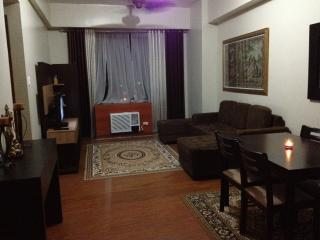 Comfortable Condo with A/C and Toaster - Quezon City vacation rentals