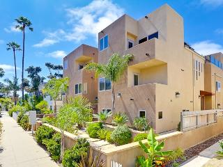 MISSION BEACH WITH ROOF TOP DECK - SLEEPS 10 - Mission Beach vacation rentals