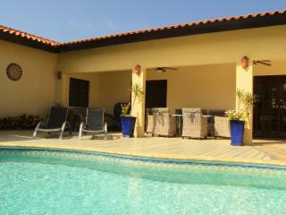Villa Opal Noord, private pool, 500 yards to Beach - Oranjestad vacation rentals