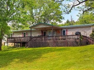 Peaceful 3BR Cassville Home on Rock Creek Arm of Table Rock Lake w/Wifi, Large Deck & Private Swim Dock - Near Fishing, Boat Launch & Much More! - Eagle Rock vacation rentals
