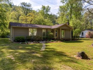 New Low Rates!! Serene & Cozy 3BR Collettsville House in Wonderful Mountain Creek Location w/ Wifi, Fireplace & Private Deck – Close to Fishing, Hiking, Shopping & More - Collettsville vacation rentals