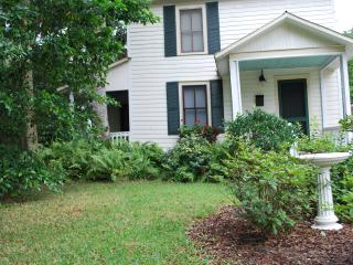 Charming 2 bedroom Titusville Cottage with Internet Access - Titusville vacation rentals