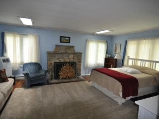 2 bedroom Cottage with Deck in Fish Creek - Fish Creek vacation rentals