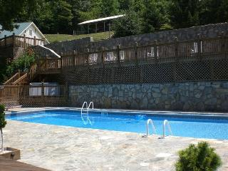 POND HOUSE: Sleeps 10! Heated Pool & Water Slide! - Asheville vacation rentals
