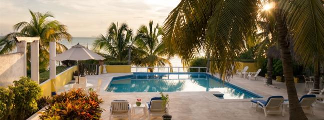 Impeccably clean sea view pool.  Warm and well kept. - Isla Mujeres-Beautiful Three Bedroom Beach Front - Isla Mujeres - rentals