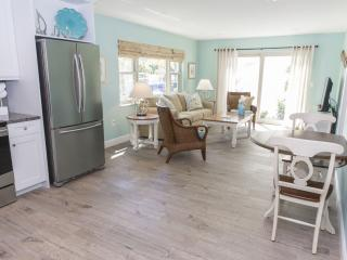Siesta Key, Sarasota, One Bedroom, Steps to Beach. - Siesta Key vacation rentals