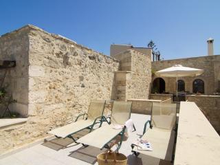 Stone Castle Arkadi - Historisches Herrenhaus - Atsipópoulon vacation rentals