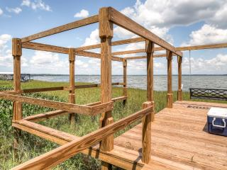 New Listing! Quiet 2BR Leesburg Lockoff Apartment w/Wifi, Private Balcony, Hot Tub & Boat Dock - Prime Lakefront Location, Only 1 Hour From Disney World! - Leesburg vacation rentals