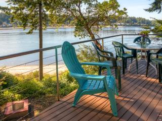 Picturesque 4BR Bainbridge Island Home w/Pool Table & Beach Access - Stunning Waterfront Location, Near State Parks, Wineries & Downtown Attractions! - Bainbridge Island vacation rentals