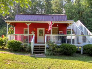 Rolling in the Hay Honeymoon Cabin - Pigeon Forge vacation rentals