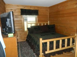 Cozy camp perfect location for all activities - Eustis vacation rentals