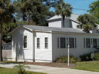 'Lovelly' CottageJust 2Blocks from the Open Ocean! - Tybee Island vacation rentals