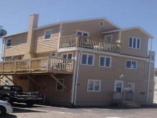 Charming 2 Bedroom Apartment, Newly Remodeled - Hampton vacation rentals
