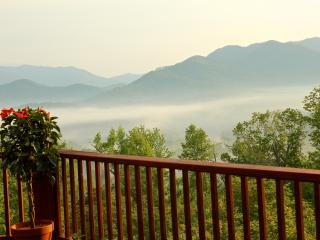 5-Stars Vacation Home Romantic Luxury Cabin w/ Beautiful Views! - Hayesville vacation rentals