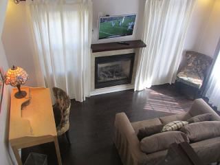 Cozy House with Deck and A/C - Pasadena vacation rentals