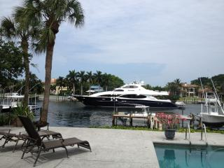 AWESOME INTRACOASTAL  w/ BOAT DOCK & HEATED POOL - North Palm Beach vacation rentals