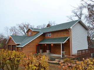 Newton Lodge on the Lake - 5 bedroom, 5.5 bath - Ridgedale vacation rentals