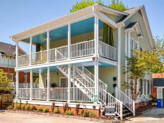 Attractive 2BR Greensboro Condo w/Wifi, Nice Front Porch & Energetic Views - Great Downtown Location! Close to Parks, Shops & Numerous Other Attractions - Greensboro vacation rentals