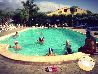 Al mare con piscina acqua salata e tutti i confort - Cefalu vacation rentals