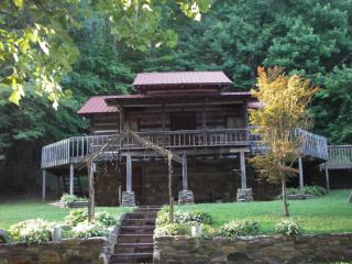 Nice Cabin with Deck and Dishwasher - Ararat vacation rentals