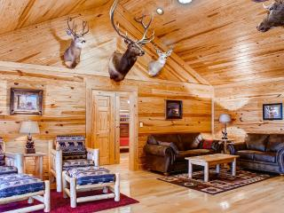 New Listing! Elegantly Rustic 4BR Sugar Grove House w/Wifi, Private Patio, Gas Grill & Breathtaking Mountain Views - Easy Access to Endless Outdoor Activities! - Sugar Grove vacation rentals