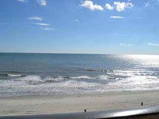 N. Myrtle Beach, Oceanfront, 4br/3ba beauty! - North Myrtle Beach vacation rentals