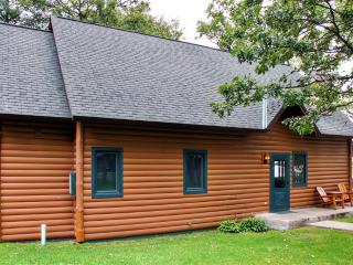 New Listing! Exceptional 3BR Nisswa Cabin on Gull Lake's Premier East Shore w/Wifi, Screened-In Porch & Sandy Beach Access - Near Brainerd, Golf & Local Restaurants! - Nisswa vacation rentals