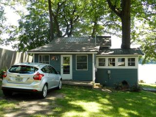 Beautiful lakeside setting! Rent by the week or month! - Plainwell vacation rentals