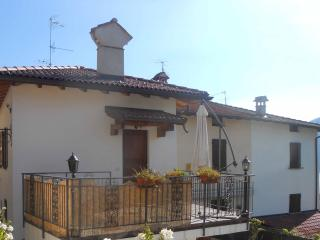 Lovely 2 bedroom Lenno House with Internet Access - Lenno vacation rentals