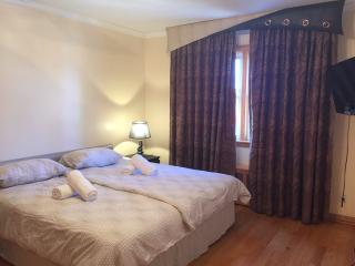 CHARMING KeW Garden hills 4 BEDROOM - Queens vacation rentals