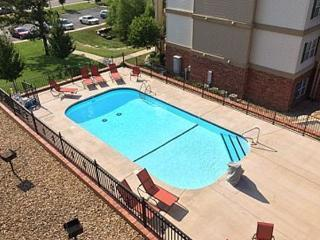 1 bdrm condo, Great location! 2 compliment Tickets - Branson vacation rentals