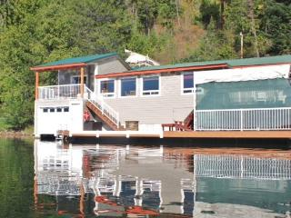 Stay Right on the Water of Bottle Bay! - Sandpoint vacation rentals