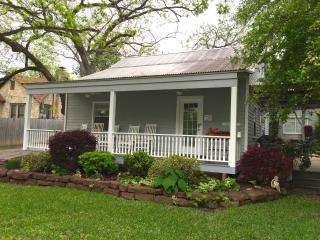 Quaint Cozy Cottage, Walking Distance to Downtown - New Braunfels vacation rentals