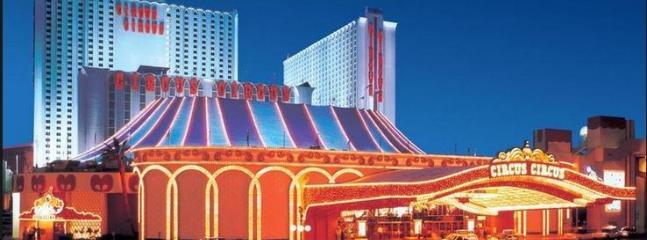 Hotel Front View - Charming Circus Circus Las Vegas Casino Tower Room - Las Vegas - rentals