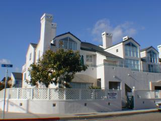 Beach 1 Block Away, Pismo, Spacious Condo, - Pismo Beach vacation rentals